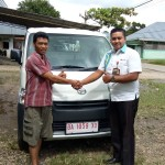 Foto Penyerahan Unit 5 Sales Marketing Mobil Dealer Daihatsu Bukittinggi Yosfan