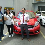 Foto Penyerahan Unit 5 Sales Marketing Mobil Dealer Honda Andri