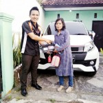 foto-penyerahan-unit-5-sales-marketing-mobil-dealer-toyota-garut-riki-wildani