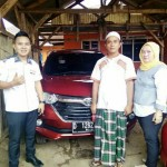foto-penyerahan-unit-6-sales-marketing-mobil-dealer-toyota-garut-riki-wildani