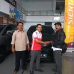 Foto Penyerahan Unit 6 Sales Marketing Mobil Dealer Toyota Tasikmalaya Nono