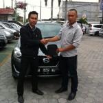 Foto Penyerahan Unit 7 Sales Marketing Mobil Datsun Pekanbaru Karim
