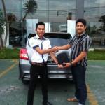 Foto Penyerahan Unit 8 Sales Marketing Mobil Datsun Pekanbaru Karim
