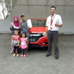 Foto Penyerahan Unit 8 Sales Marketing Mobil Dealer Honda Arif