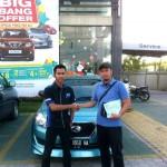 Foto Penyerahan Unit 9 Sales Marketing Mobil Datsun Pekanbaru Karim
