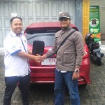 Foto Penyerahan Unit 1 Sales Marketing Mobil Aziz