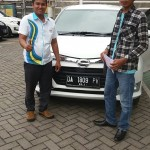 Foto Penyerahan Unit 1 Sales Marketing Mobil Dealer Daihatsu Banjarmasin Aulia