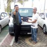 Foto Penyerahan Unit 1 Sales Marketing Mobil Dealer Daihatsu Banjarmasin Zai
