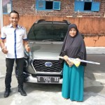 Foto Penyerahan Unit 1 Sales Marketing Mobil Dealer Datsun Budi