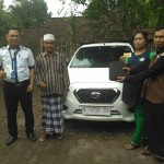 Foto Penyerahan Unit 1 Sales Marketing Mobil Dealer Datsun Nissan Dwi Pur