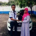 Foto Penyerahan Unit 1 Sales Marketing Mobil Dealer Datsun Probolinggo Andra
