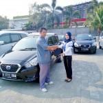 Foto Penyerahan Unit 1 Sales Marketing Mobil Dealer Datsun Tangerang Ayu