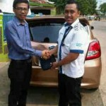 Foto Penyerahan Unit 12 Sales Marketing Mobil Dealer Datsun Purwakarta Yosi
