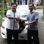 Foto Penyerahan Unit 12 Sales Marketing Mobil Dealer Datsun Purwokerto Erdi