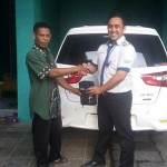 Foto Penyerahan Unit 14 Sales Marketing Mobil Dealer Datsun Purwakarta Yosi