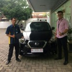 Foto Penyerahan Unit 15 Sales Marketing Nissan Datsun Probolinggo Tomy