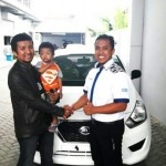 Foto Penyerahan Unit 18 Sales Marketing Mobil Dealer Datsun Purwakarta Yosi