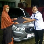 Foto Penyerahan Unit 2 Sales Marketing Mobil Aziz