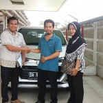 Foto Penyerahan Unit 2 Sales Marketing Mobil Dealer Daihatsu Banjarmasin Aulia