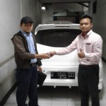 Foto Penyerahan Unit 2 Sales Marketing Mobil Dealer Datsun Agi