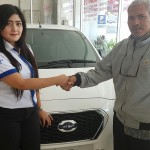 Foto Penyerahan Unit 2 Sales Marketing Mobil Dealer Datsun ELLEN
