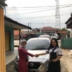 Foto Penyerahan Unit 2 Sales Marketing Mobil Dealer Datsun Idah