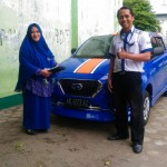 Foto Penyerahan Unit 2 Sales Marketing Mobil Dealer Datsun Kediri Ahmad