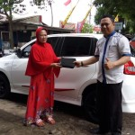 Foto Penyerahan Unit 2 Sales Marketing Mobil Dealer Datsun Nissan Dwi Pur