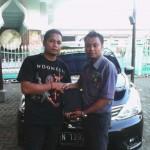 foto-penyerahan-unit-2-sales-marketing-mobil-dealer-datsun-probolinggo-novan-triyono
