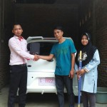 Foto Penyerahan Unit 2 Sales Marketing Mobil Dealer Datsun Tegal Heri