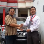 Foto Penyerahan Unit 2 Sales Marketing Mobil Dealer Honda Pluit Tjhai Andre