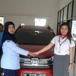 Foto Penyerahan Unit 2 Sales Marketing Mobil Dealer Honda Subang Ina