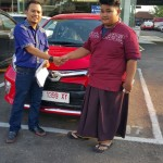 Foto Penyerahan Unit 2 Sales Marketing Mobil Dealer Toyota Ketapang Harun