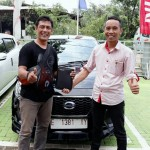 Foto Penyerahan Unit 3 Sales Marketing Mobil Dealer Datsun Budi