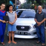 foto-penyerahan-unit-3-sales-marketing-mobil-dealer-datsun-jogja-dian