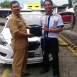 Foto Penyerahan Unit 3 Sales Marketing Mobil Dealer Datsun Kediri Ahmad