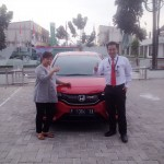 foto-penyerahan-unit-3-sales-marketing-mobil-dealer-honda-cianjur-hedi