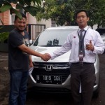 Foto Penyerahan Unit 3 Sales Marketing Mobil Dealer Honda Pluit Tjhai Andre