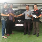 Foto Penyerahan Unit 4 Sales Marketing Mobil Dealer Daihatsu Bansir