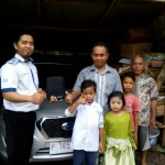 Foto Penyerahan Unit 4 Sales Marketing Mobil Dealer Datsun Jember Husein
