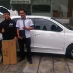 Foto Penyerahan Unit 4 Sales Marketing Mobil Dealer Datsun Kediri Ahmad
