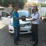 Foto Penyerahan Unit 4 Sales Marketing Mobil Dealer Datsun Probolinggo Andra