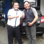 Foto Penyerahan Unit 4 Sales Marketing Mobil Dealer Datsun Purwokerto Erdi