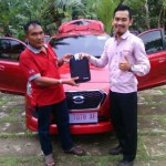 Foto Penyerahan Unit 4 Sales Marketing Mobil Dealer Datsun Purworejo Andres