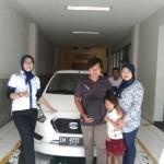 Foto Penyerahan Unit 4 Sales Marketing Mobil Dealer Datsun Tasikmalaya Vera