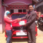 foto-penyerahan-unit-4-sales-marketing-mobil-dealer-honda-cianjur-hedi