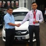 Foto Penyerahan Unit 4 Sales Marketing Mobil Dealer Honda Jakarta Utara Adi
