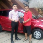 Foto Penyerahan Unit 5 Sales Marketing Mobil Datsun Situbondo Johar