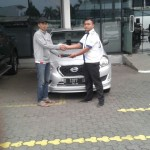 Foto Penyerahan Unit 5 Sales Marketing Mobil Dealer Datsun Agi