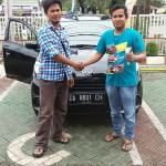 Foto Penyerahan Unit 6 Sales Marketing Mobil Dealer Daihatsu Auli